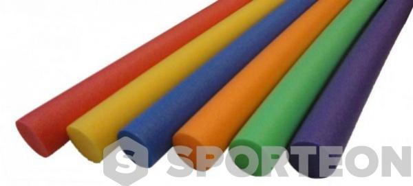 Fideos coloridos natación